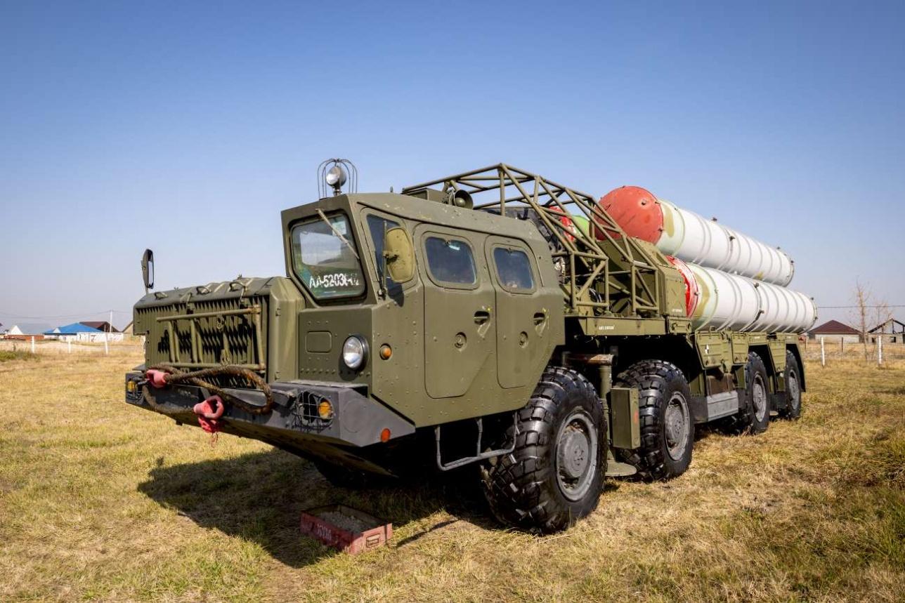 Cтартовая батарея 5П85 в походном положении