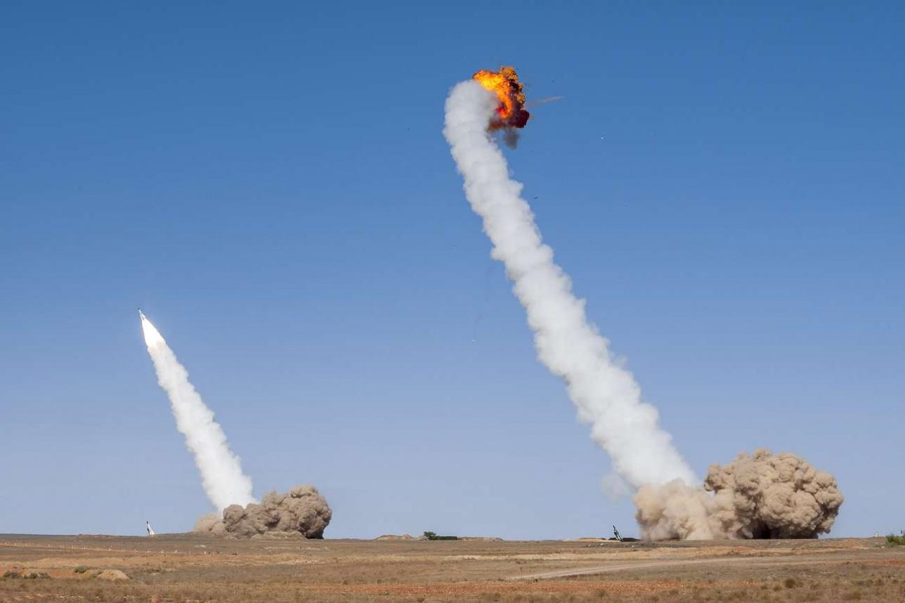 Иногда на учениях случаются такие эпизоды – у ракеты не запустился маршевый двигатель и сработал самоликвидатор