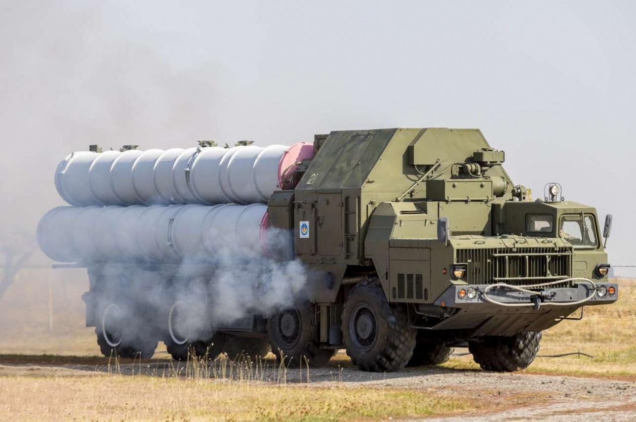 Мобильная пусковая установка ЗРК С-300 на базе тягача МАЗ-543М