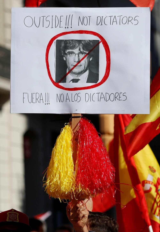 Демонстранты выкрикивали требование посадить Пучдемона в тюрьму
