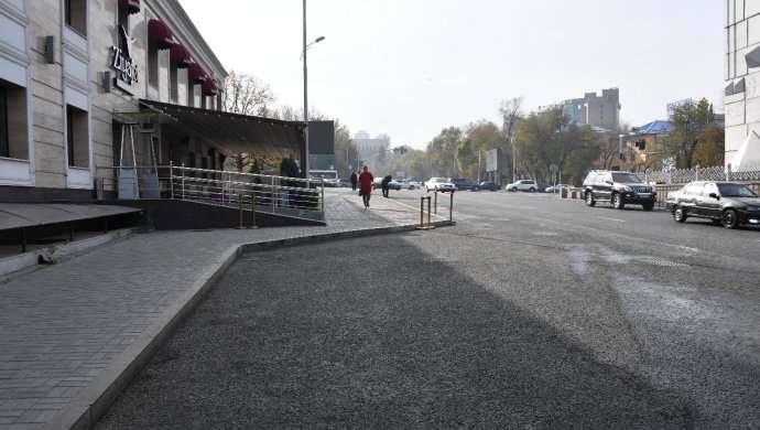 Улица Желтоксан ниже Сатпаева.
