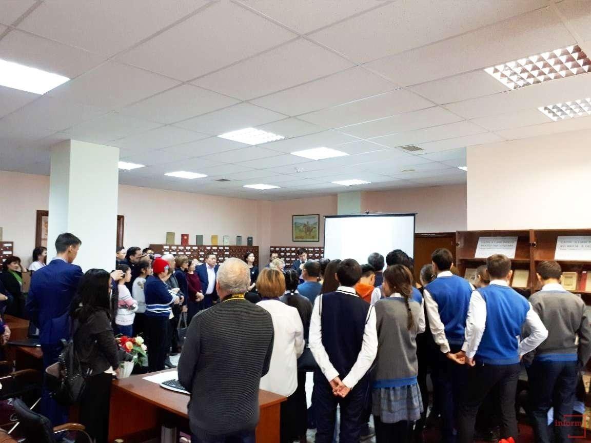 На открытие зала собрались читатели библиотеки, общественные деятели, лингвисты и другие
