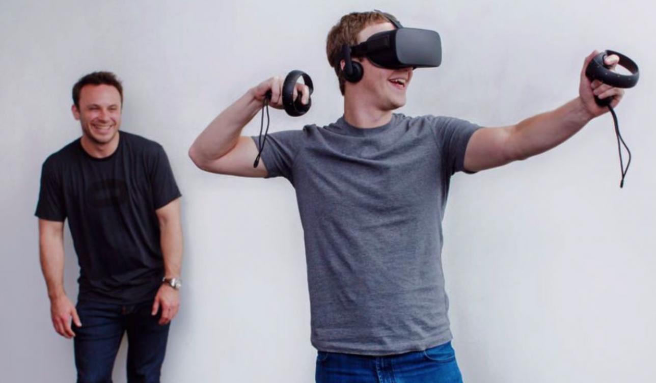 Марк Цукерберг пробует виртуальную реальность