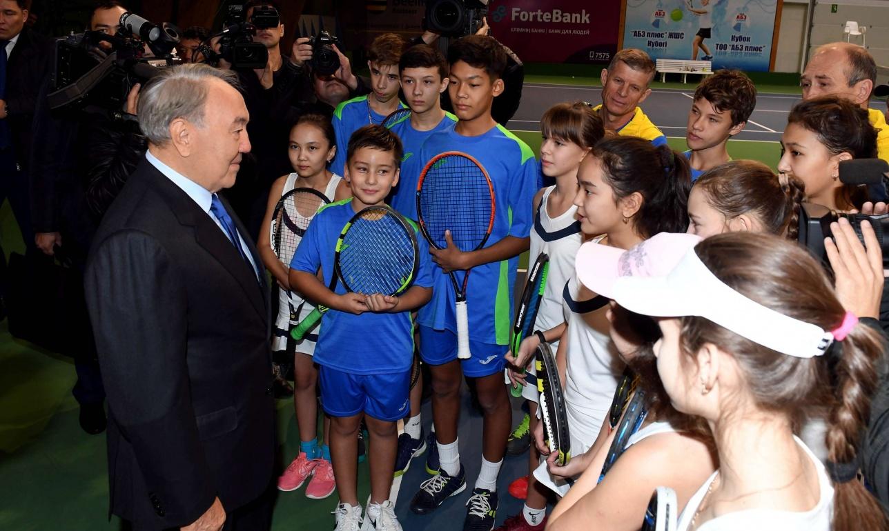 Назарбаев встретился с теннисистами