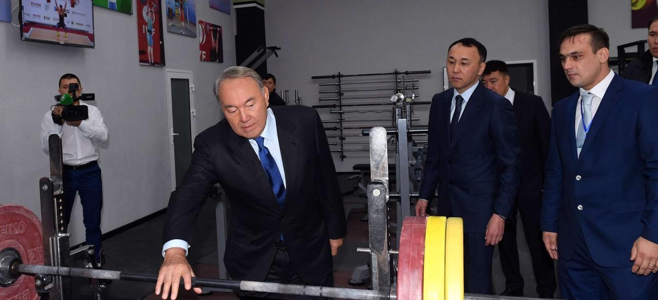 Назарбаев в Академии силовых видов спорта