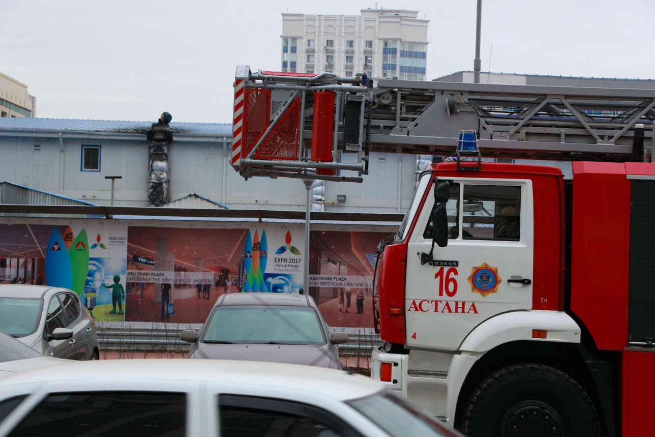 Пожарные расчёты, прибывшие на место возгорания