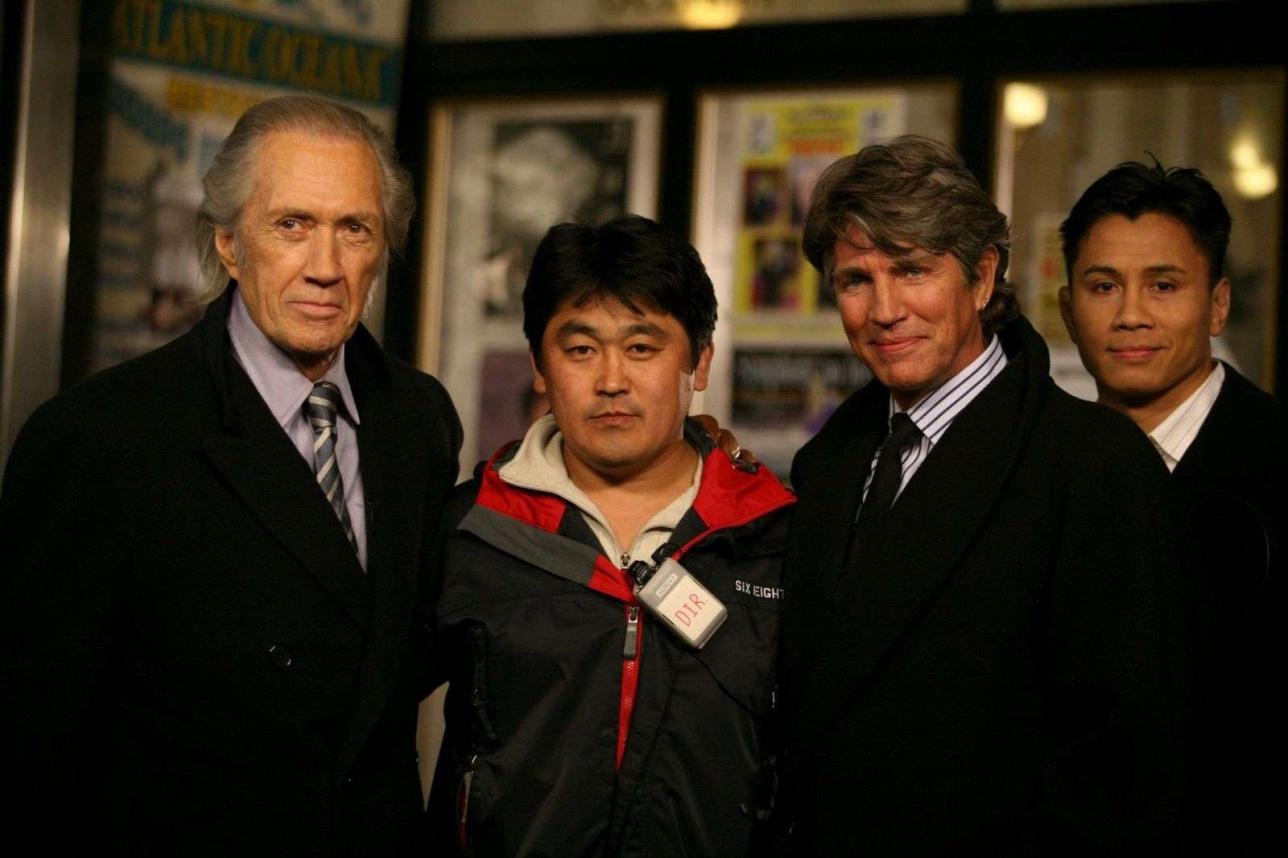 Еркен Ялгашев со звёздами Голливуда.