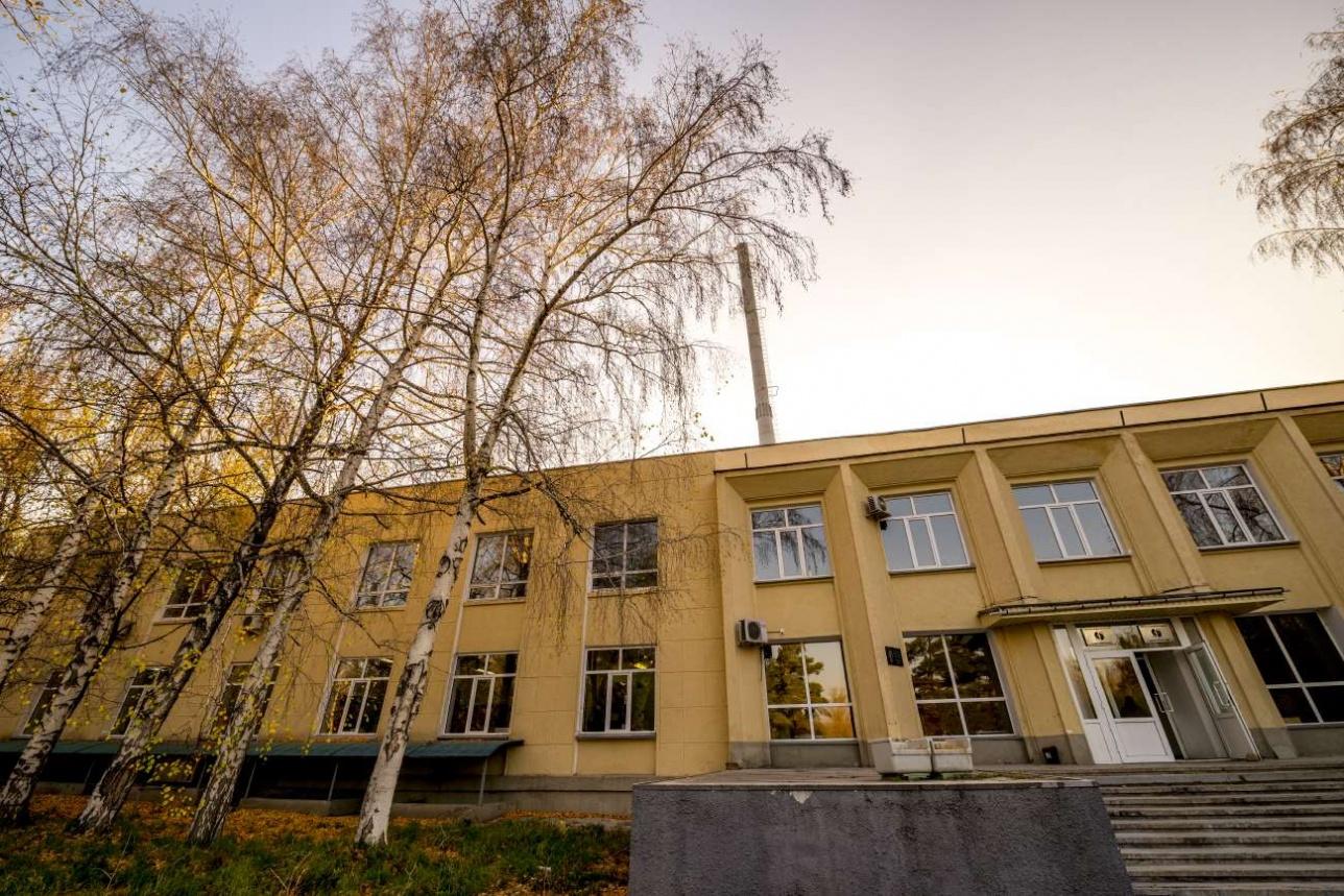 Технологическое здание, в котором расположен циклотрон У-150М