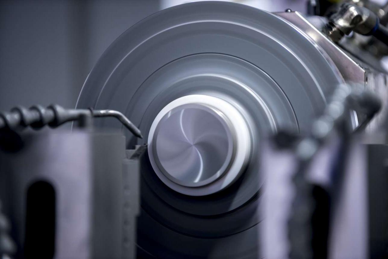 Расточка ИК-линзы на станке с алмазным резцом