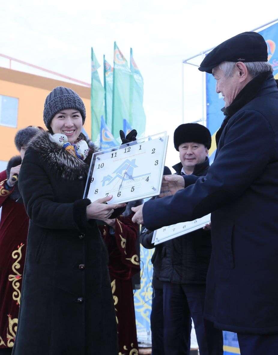 Официальная церемония вручения ключей новоселам