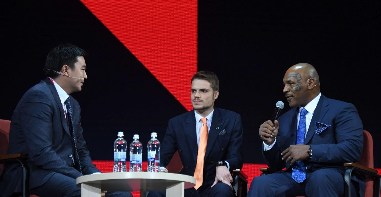 Легенда мирового бокса отказался от монолога на Synergy Global Forum