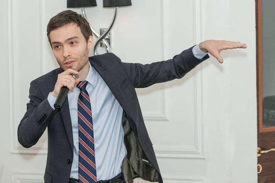 Али Нургожаев поднял вопрос низких зарплат среди медиков