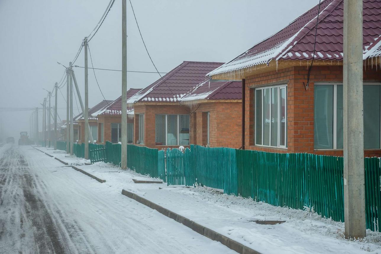 Все работники ГЭС проживают в небольшом комфортабельном посёлке
