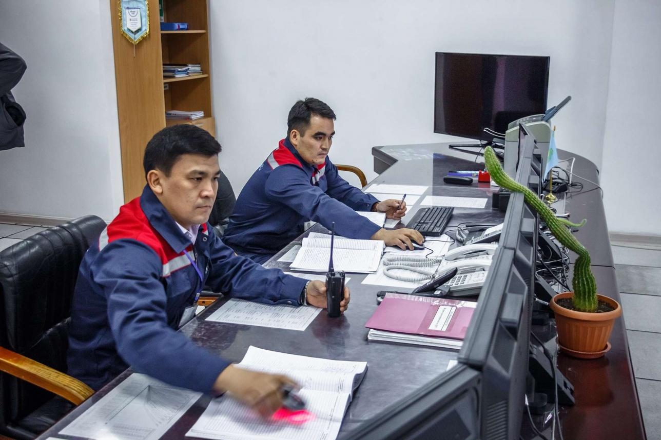 Всю работу станции обеспечивают несколько операторов