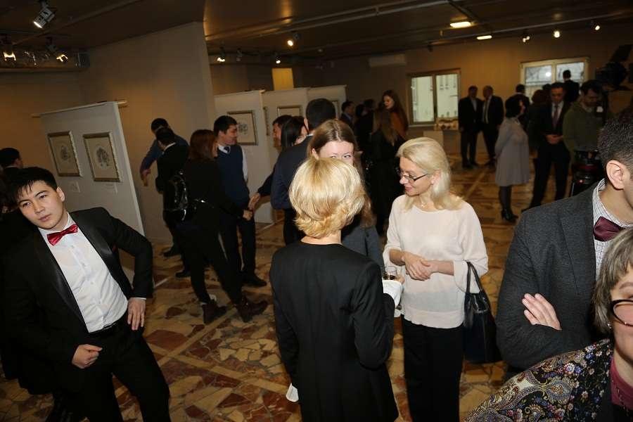 Первыми посетителями выставки стали представители казахской диаспоры и ценители графики