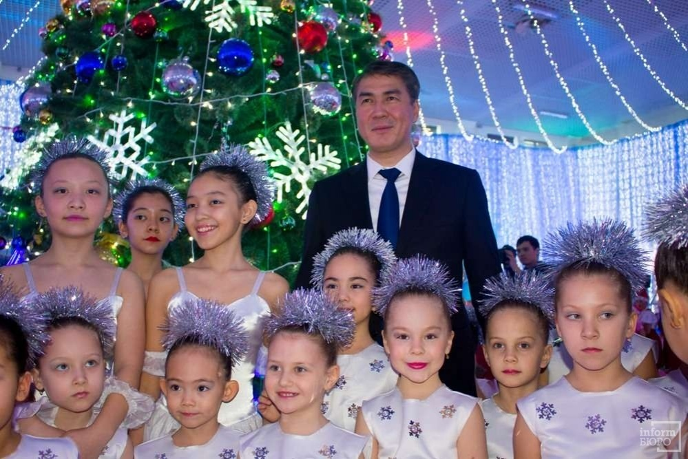 Аким города Асет Исекешев на президентской ёлке в Астане