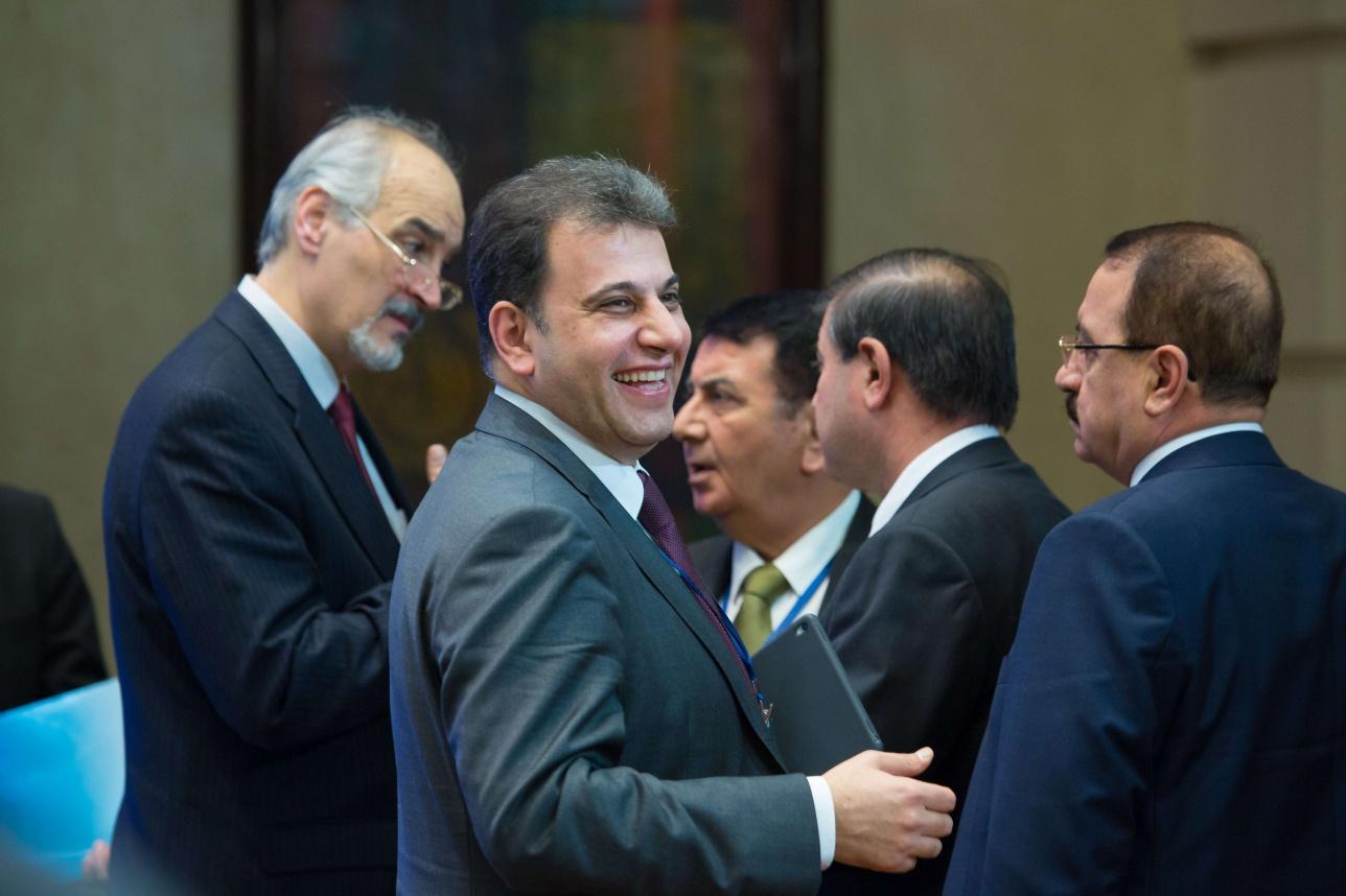 Многие на переговорах улыбались
