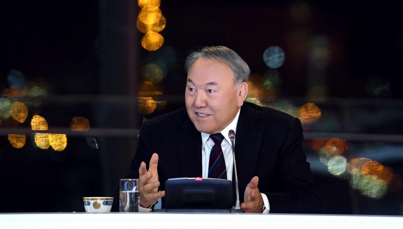 Нурсултан Назарбаев во время встречи с представителями СМИ по итогам года