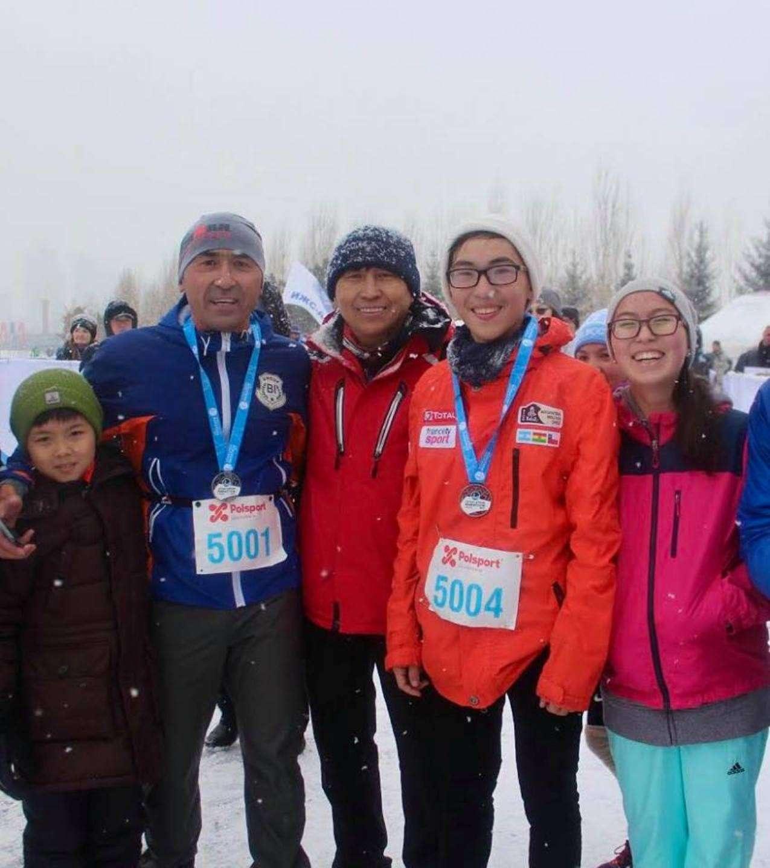 Айдын Рахимбаев на фото второй слева