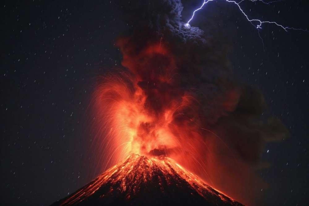 Извержение самого активного мексиканского вулкана Колима, штат Халиско