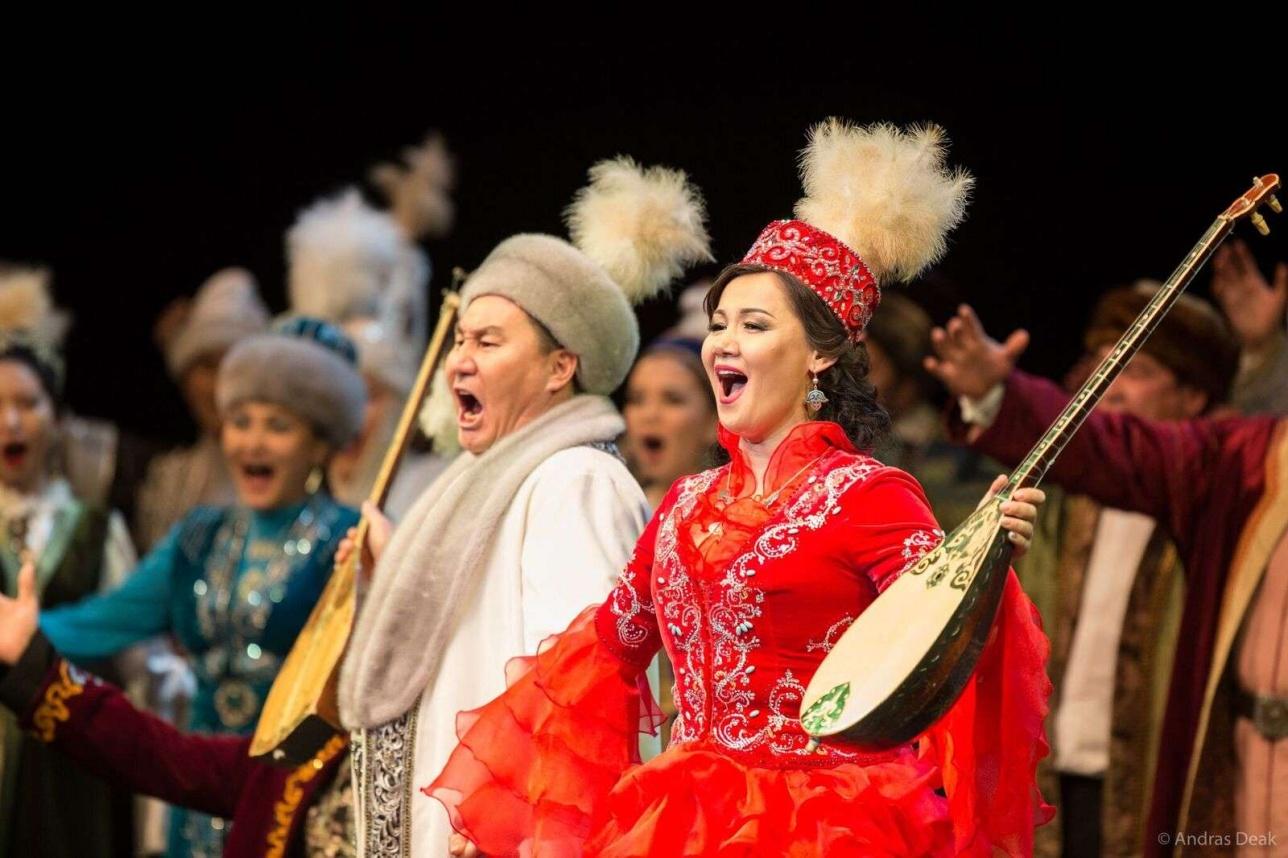 Певцы исполнили казахские национальные произведения
