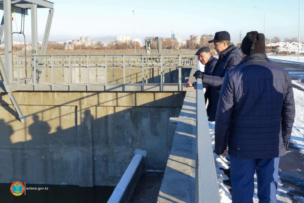 Асет Исекешев на станции очистки воды на реке Есиль