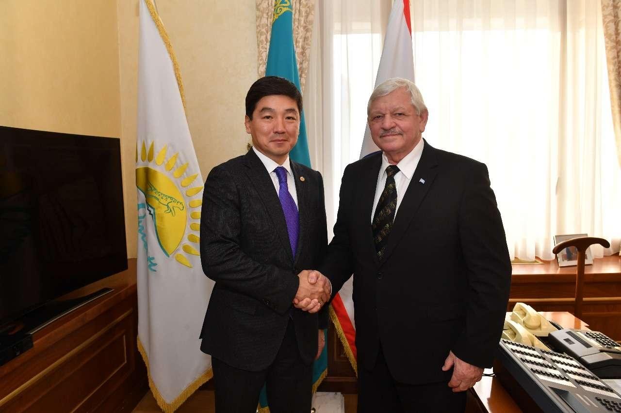 Бауыржан Байбек и Валерий Рухледев