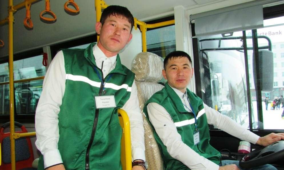 Обслуживать новые автобусы будут водители и кондукторы в новой красивой форме