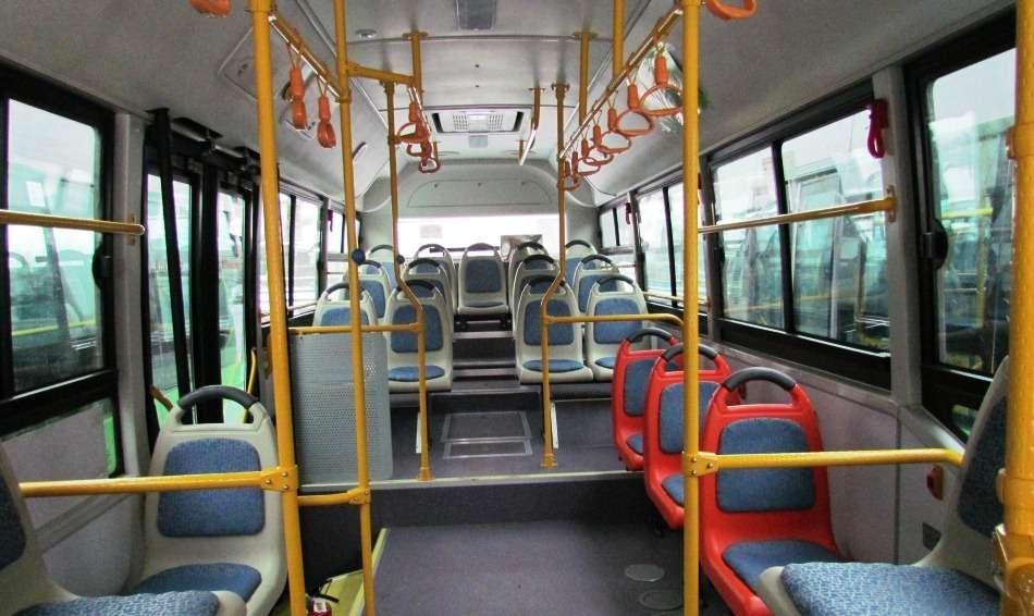 Автобусы оснащены специальным оборудованием для перевозки инвалидов.