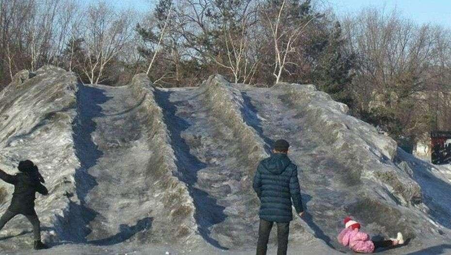 Жители Темиртау жалуются на чёрный снег