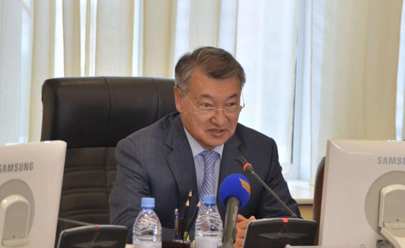 Даниал Ахметов пообещал семейчанам горячую воду летом