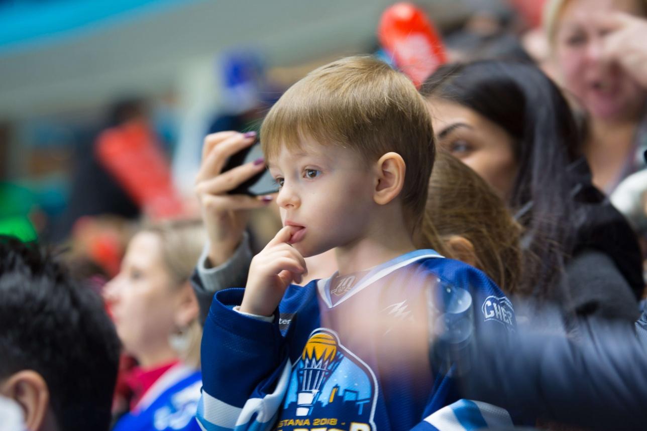 Особенно много было хоккейных фанатов в возрасте 6+
