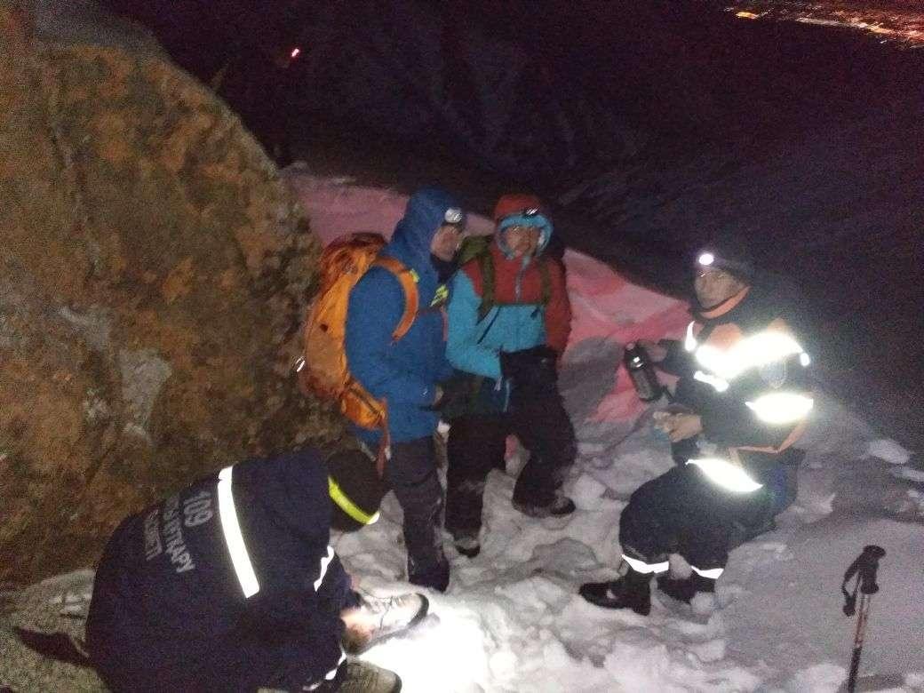 Спасатели ведут поиски пропавших на Шымбулаке