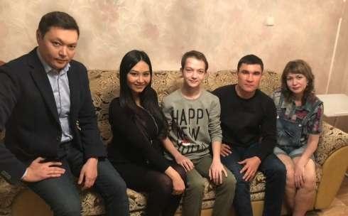Серик Сапиев навестил мальчика, победившего рак