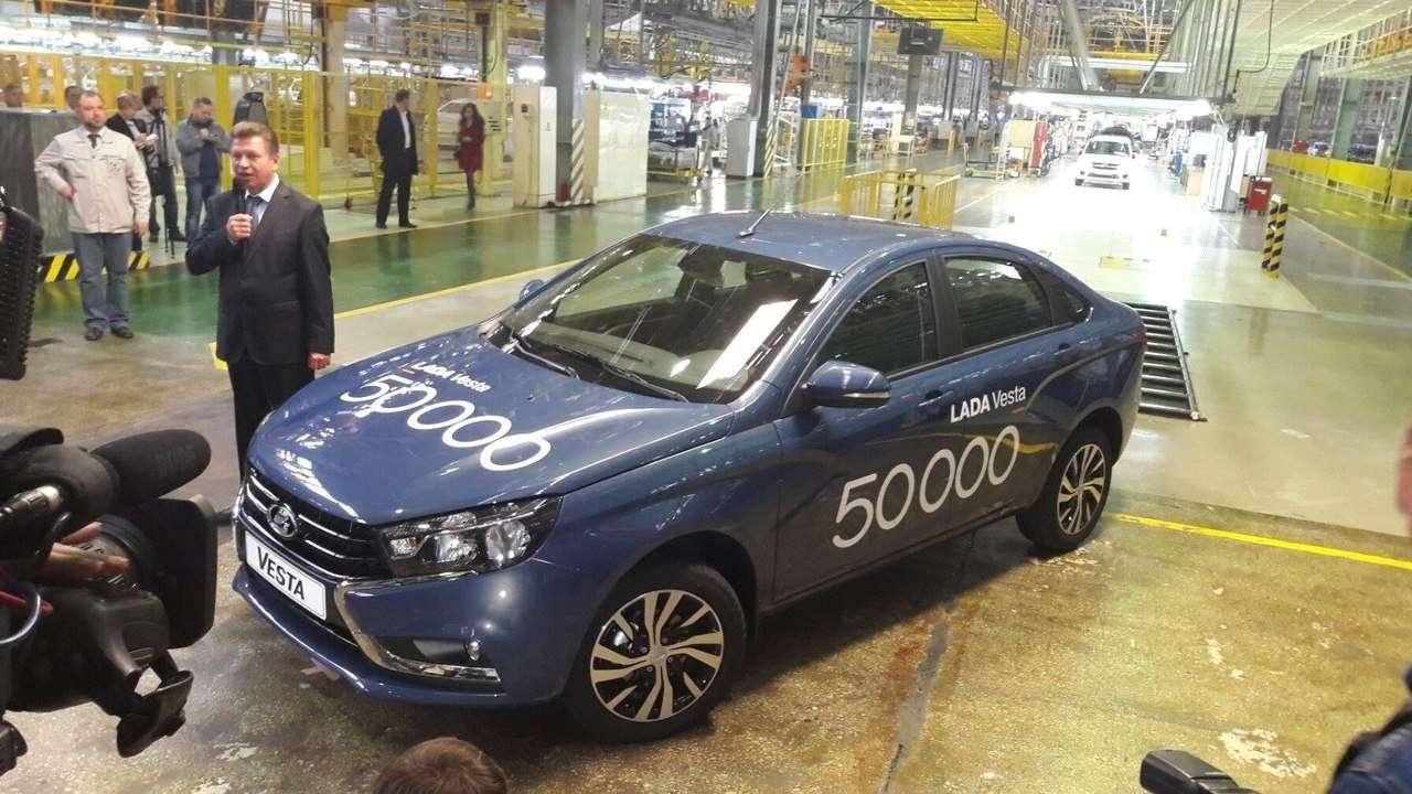 Российская Lada Vesta требует заправки топлива не ниже стандарта Евро-5
