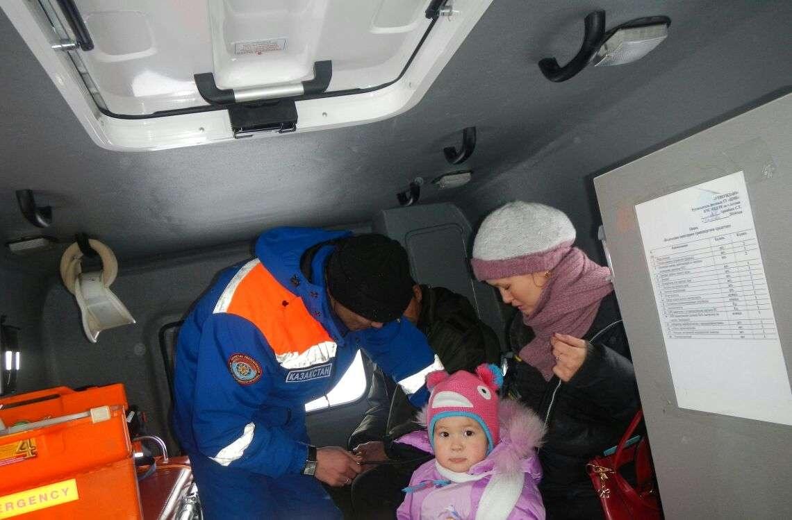 Казахстанцы рискуют жизнями детей, отправляясь в дорогу