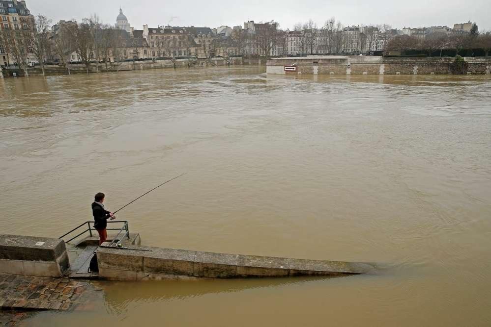 Река Сена вышла из берегов
