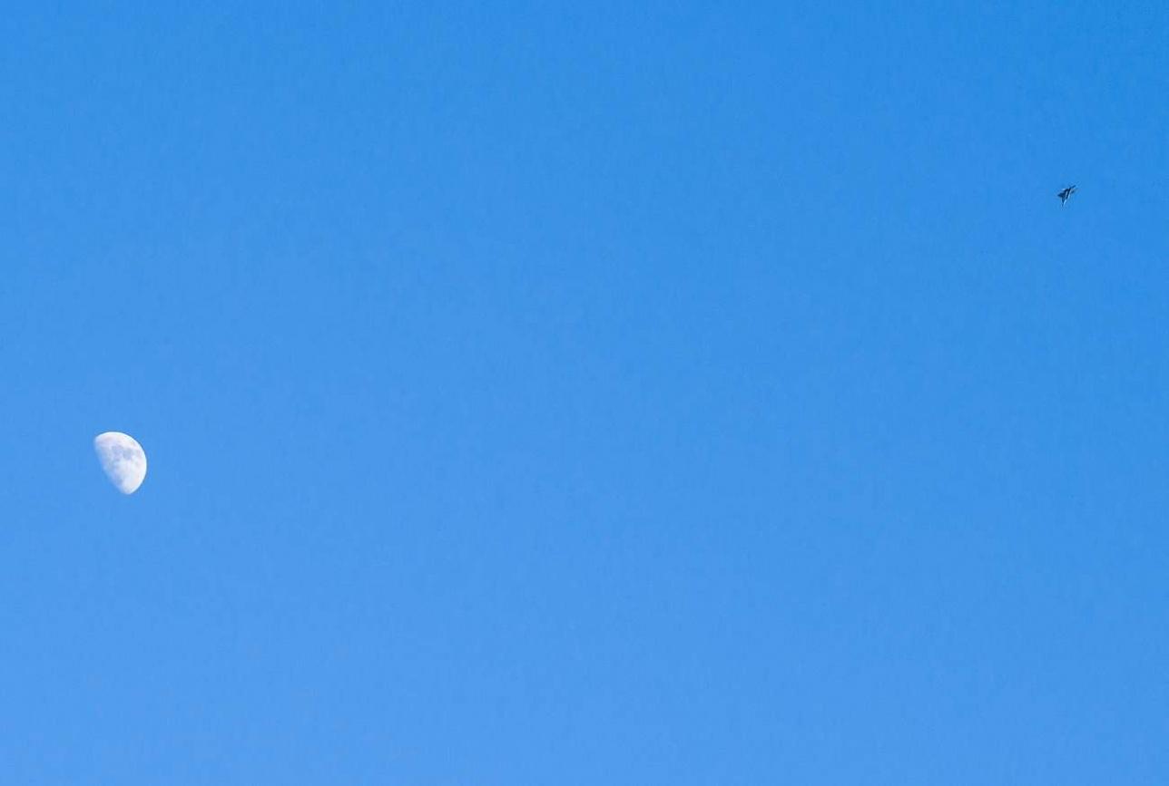 В небе над авиабазой
