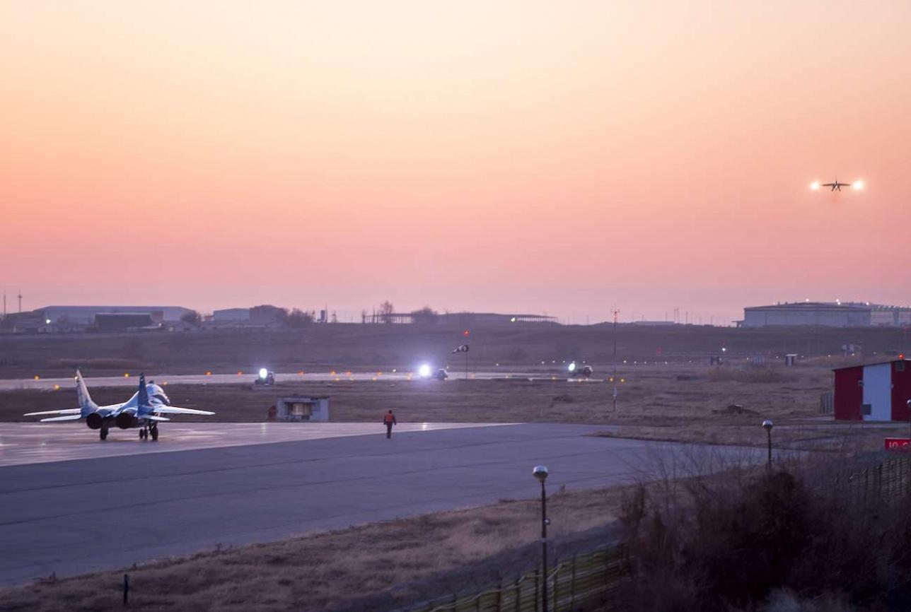 Полеты продолжаются в темное время суток
