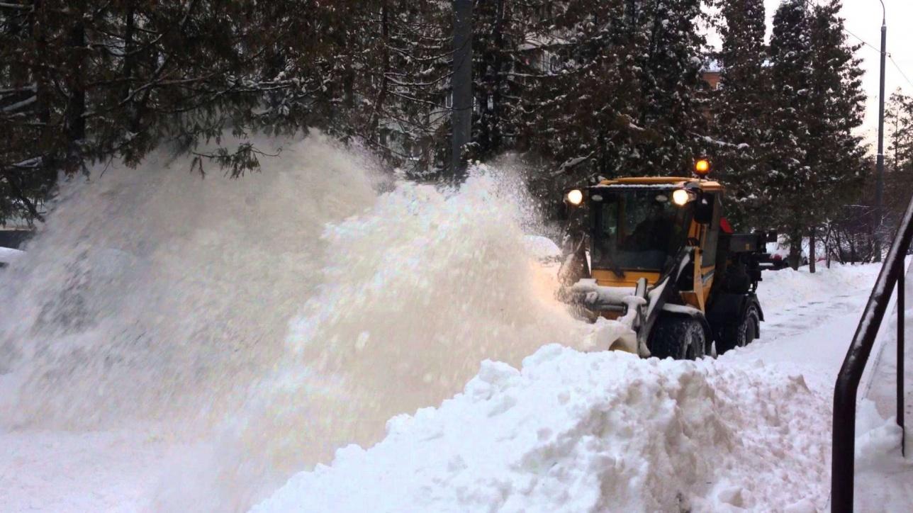 В Москве вторые сутки не прекрешается снегопад
