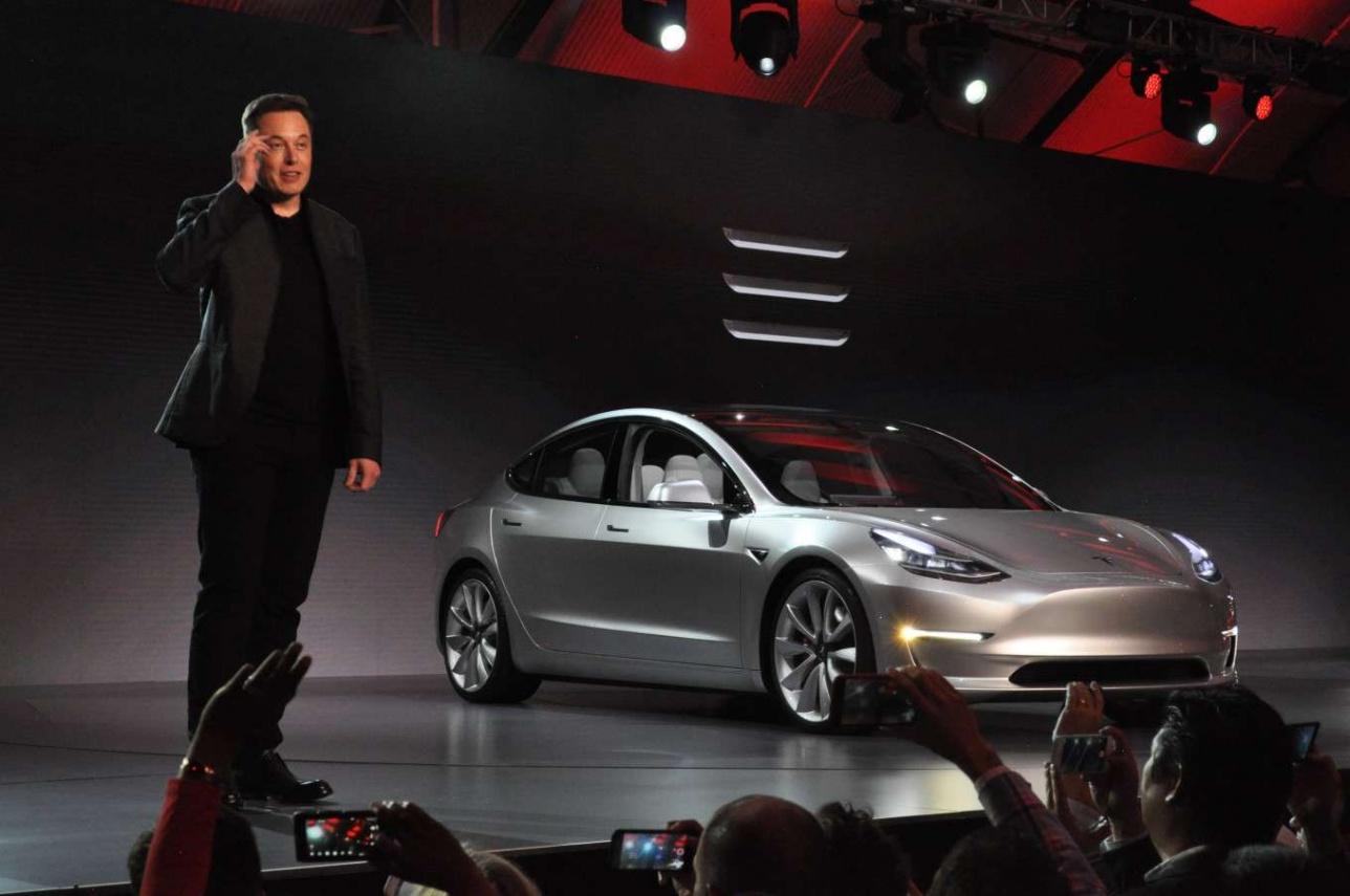 Илон Маск официально презентует электромобиль Tesla Model 3