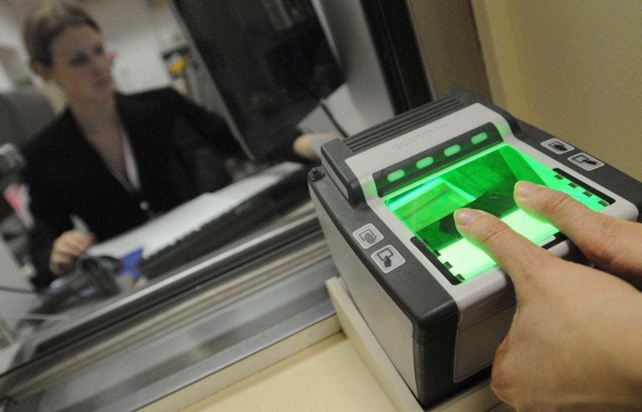 Сдача отпечатков пальцев в визовом центре