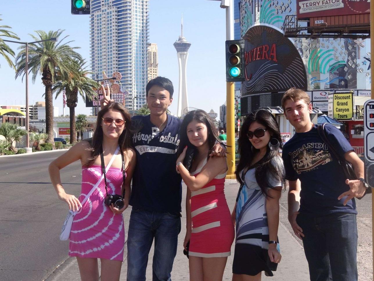 Америкаға жұмыс істеп, саяхаттауға келген қазақстандық студенттер