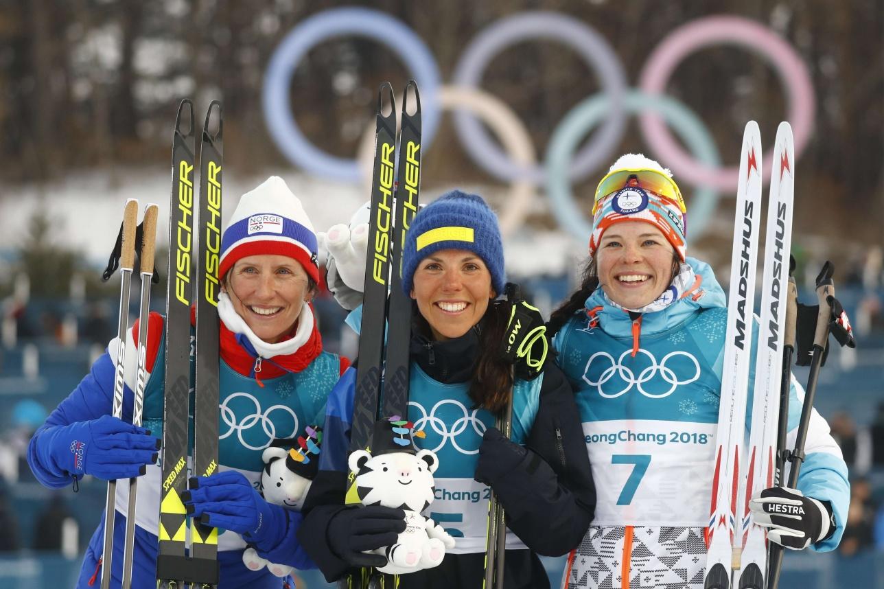 Слева направо: Марит Бьорген, Шарлотта Калла и Криста Пармакоски - первые медалисты Олимпиады в Пхёнчхане