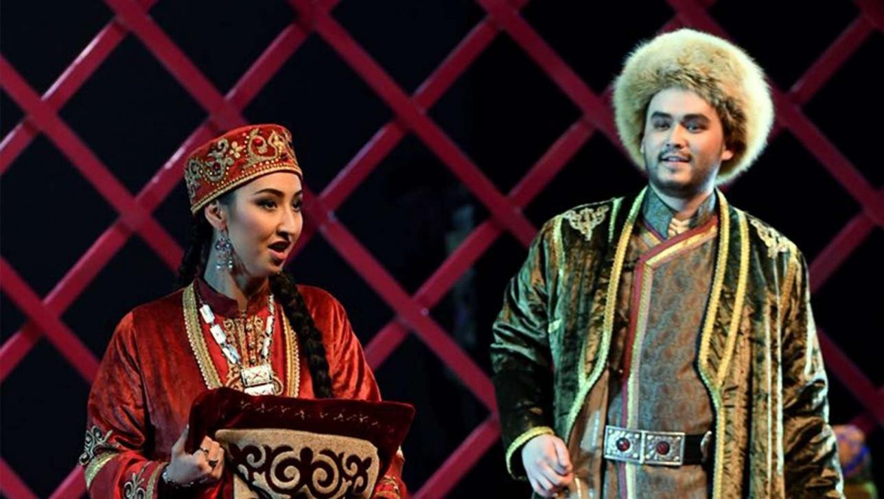 Малика Минизини с партнёром на сцене ГАТОБ имени Абая