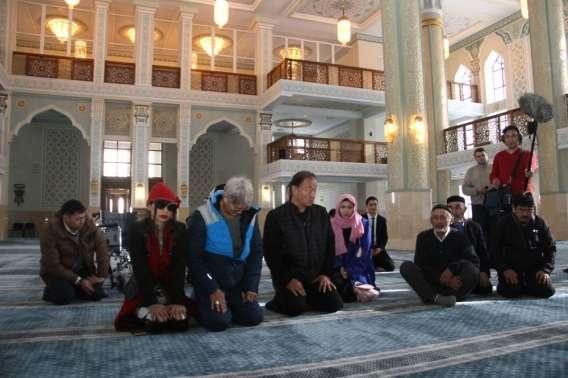 Звёзды приняли участие в молитве