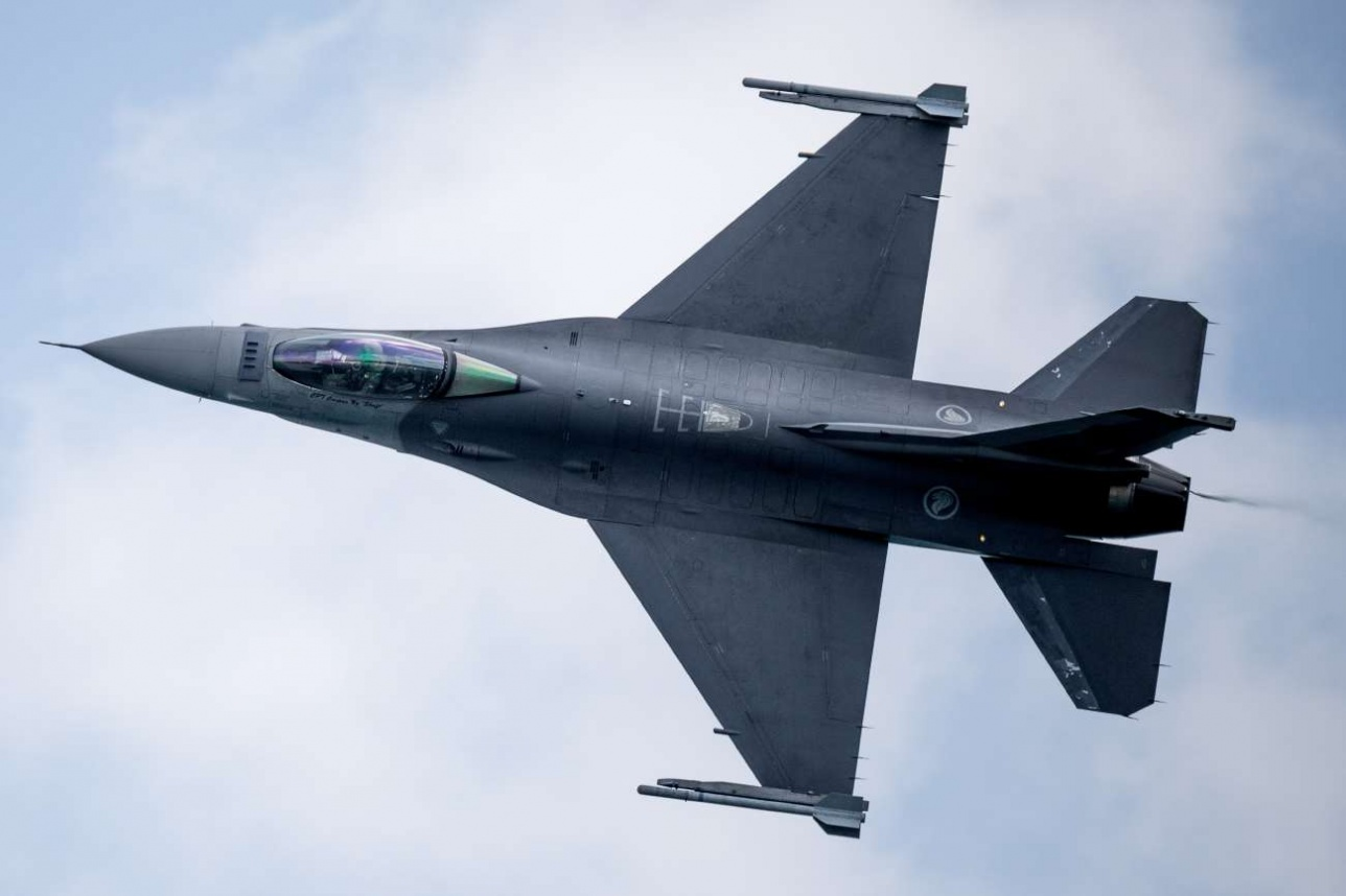 Многоцелевой истребитель-бомбардировщик F-16C военно-воздушных сил Сингапура