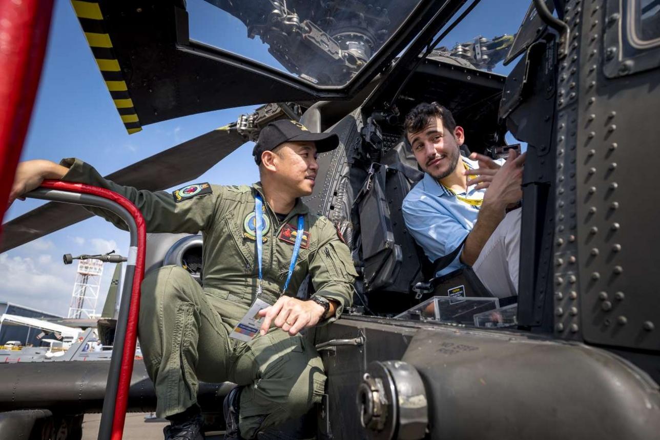На борту боевых самолётов и вертолётов сингапурских ВВС мог побывать любой желающий