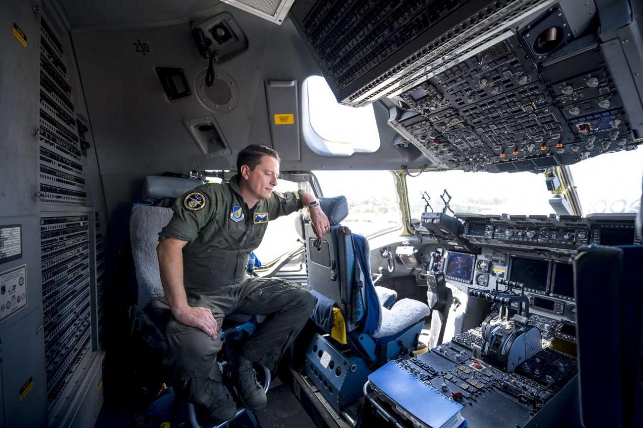 Пилотская кабина C-17