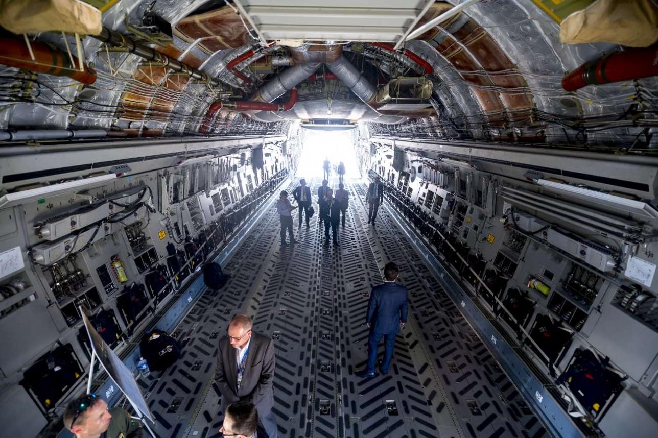 Грузовая кабина самолёта